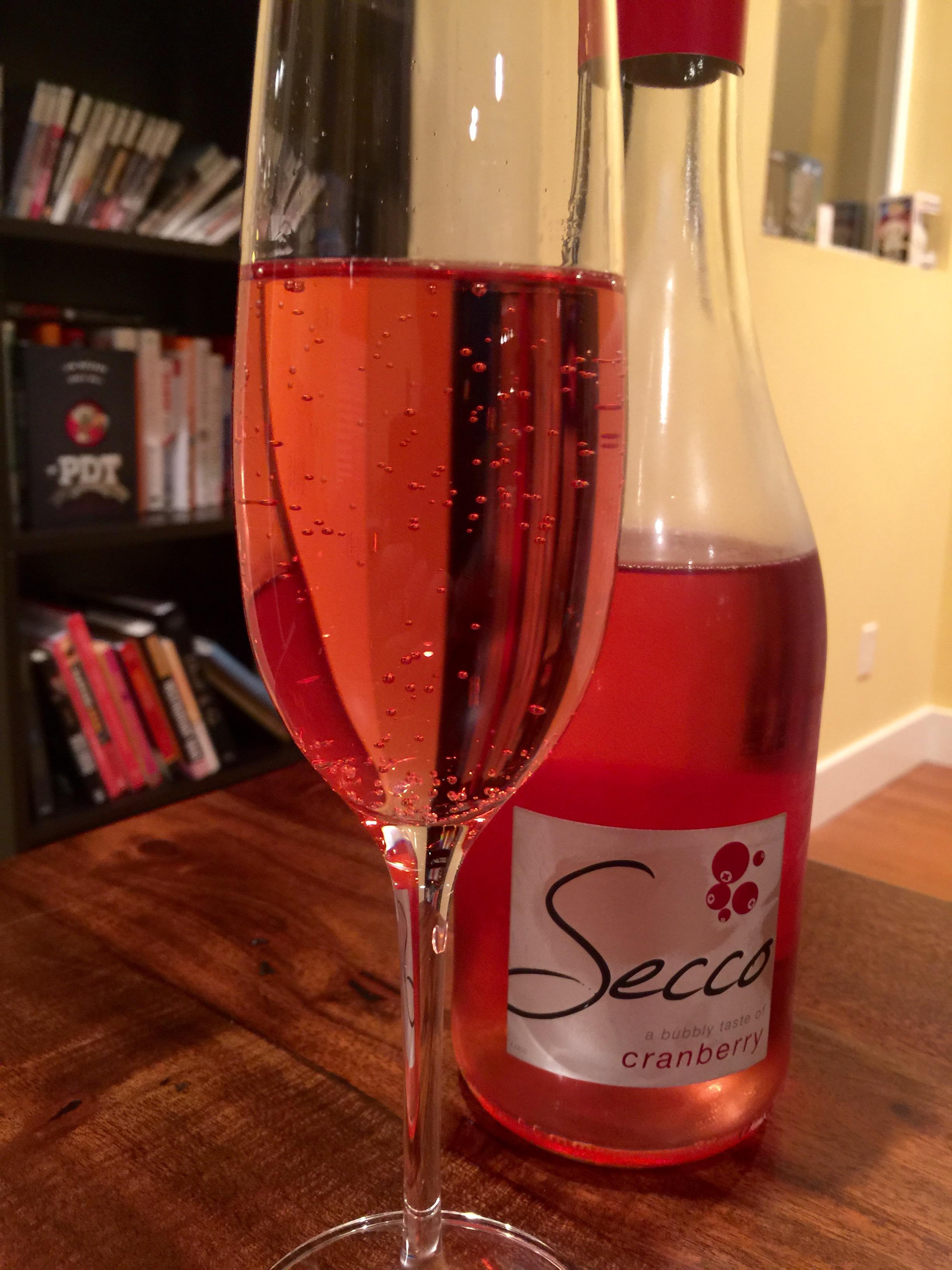 Secco-Cranberry-Pour