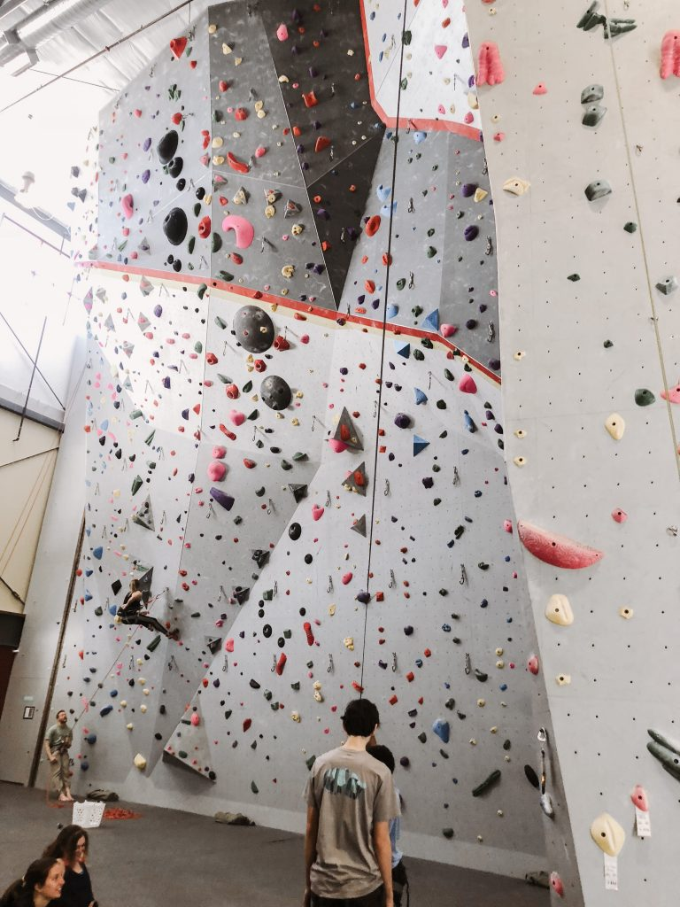 Looking for other workouts besides the gym in order to get fit and healthy? Wondering if indoor rock climbing would be right for you and your children as a physical activity? Check out why indoor rock climbing is a great way for the entire family to get fit. | Work outs | Healthy Living | Get fit tips | Healthy tips | Healthy family | Weightloss | Workout motivation |