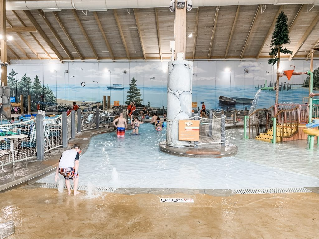 Thinking about heading to Great Wolf Lodge for a family getaway? Check out these 15 tips to plan for your stay! | Great Wolf Lodge | Family vacation | Kids activities | Family travel |
