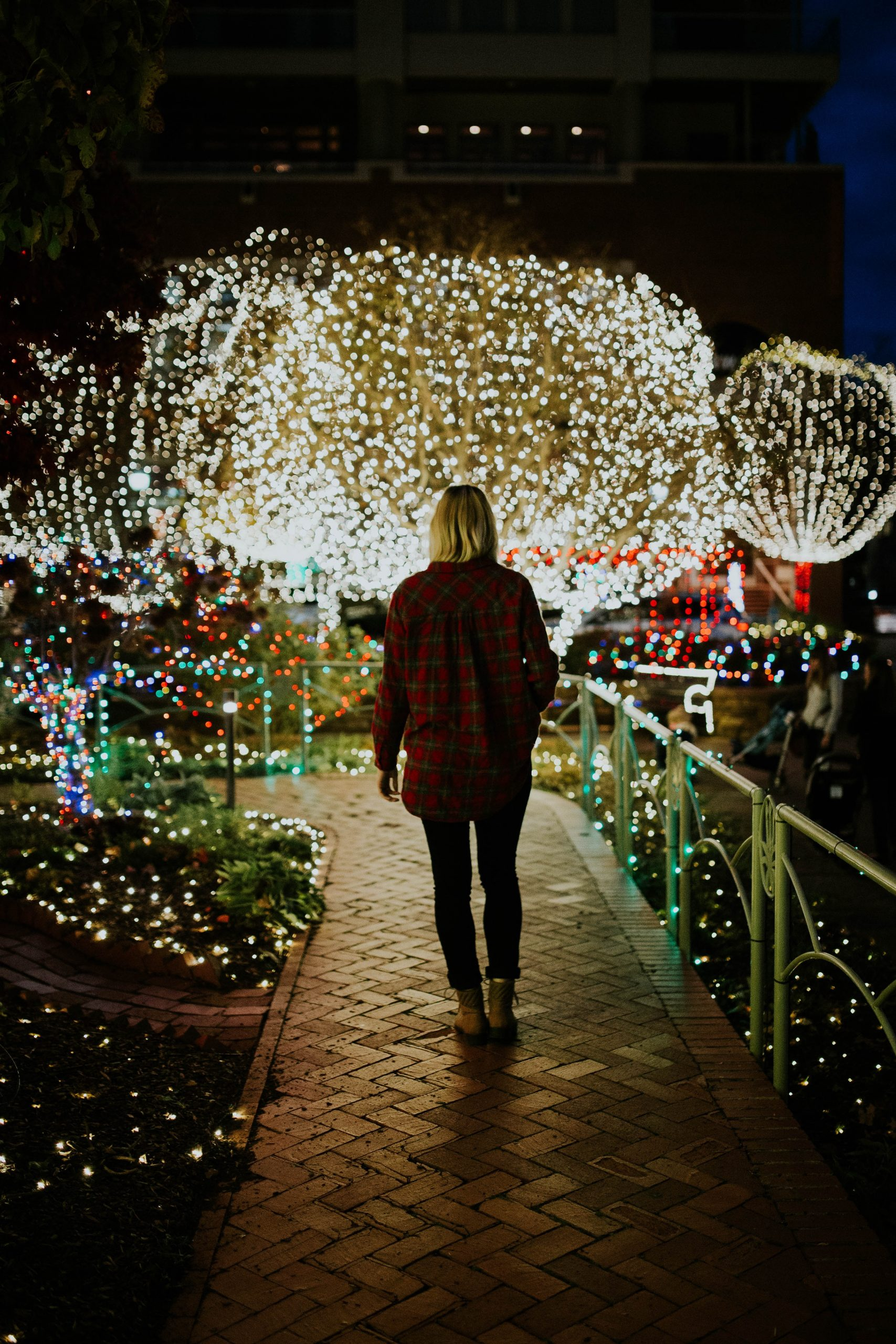 Looking for ways to get yourself and family into the holiday spirit? Here are 7 things taht you can do today to get your entire family on board for the holidays. | Holidays | Family Holidays | Christmas | Christmas Time |