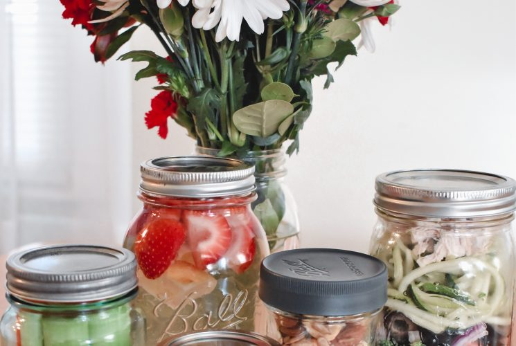 Looking to up your whole 30 meal prep game? Check out how to use Ball® jars to help you meal prep and meet your healthy eating goals this New Year. | Healthy eating | Meal prep | Whole 30 | Ball® jars |
