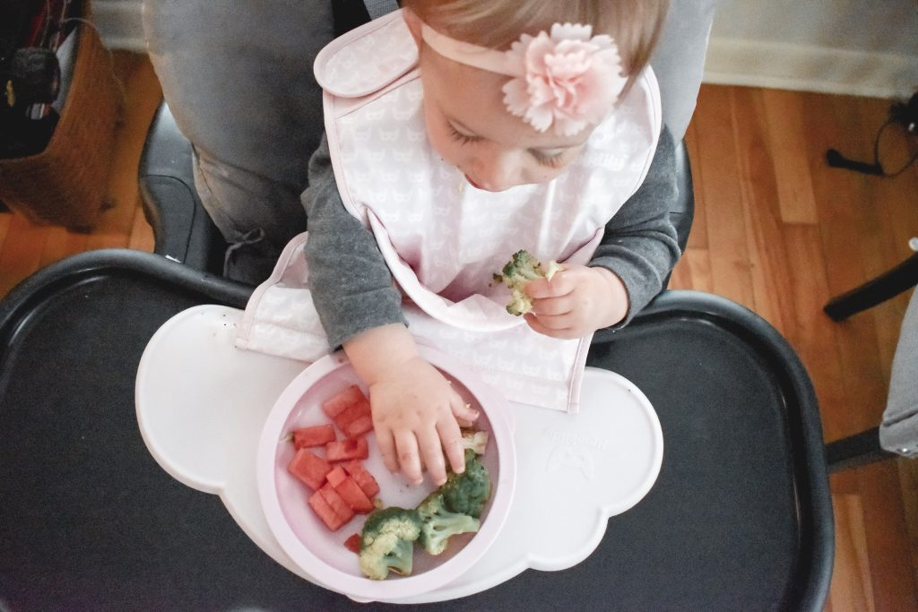 Looking to make your little one's meal time cleaner? Check out the Herobility HeroEcoFeeding starts pack. Check out the full review here! | Baby feeding | Meal time | Baby | Toddler meals | Toddler mealtime |