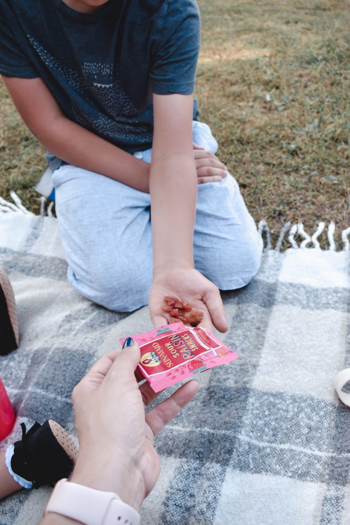 Looking for healthy on the go snacks for your kids? Check out the snacks that we are using to fuel our little adventurers.   Healthy snacking   Healthy kids   Healthy snacks   Kid snacks  