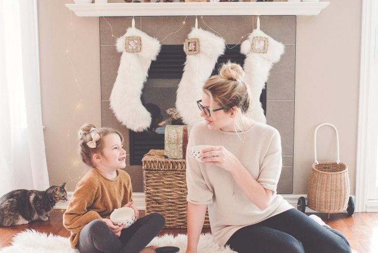 Looking for stocking stuffer ideas for the busy mom? Check out these easy stocking stuffer ideas the busy mom in your life is sure to love | Christmas | Christmas gifts | Stocking stuffer ideas|
