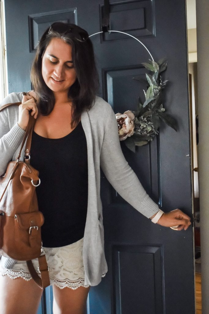 Looking for the essentials to always have on hand when you leave the house? Here is what's in my bag and the things I can't leave the house without.   Purse essentials   must have products  