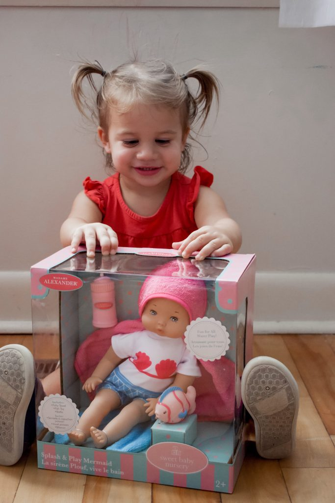 Looking for ways to prepare your toddler for a new baby? Here are some tips on how to do just that. | Toddler Life | Toddler | New Baby | Baby |