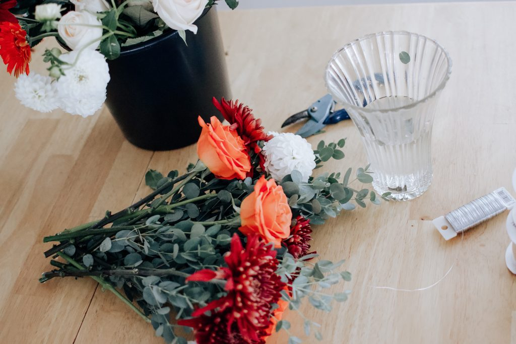Looking to save some money and make your own floral bouquet for your wedding? Here is a step by step tutorial on how to do just that. | DIY wedding | Floral Bouquet | Wedding |